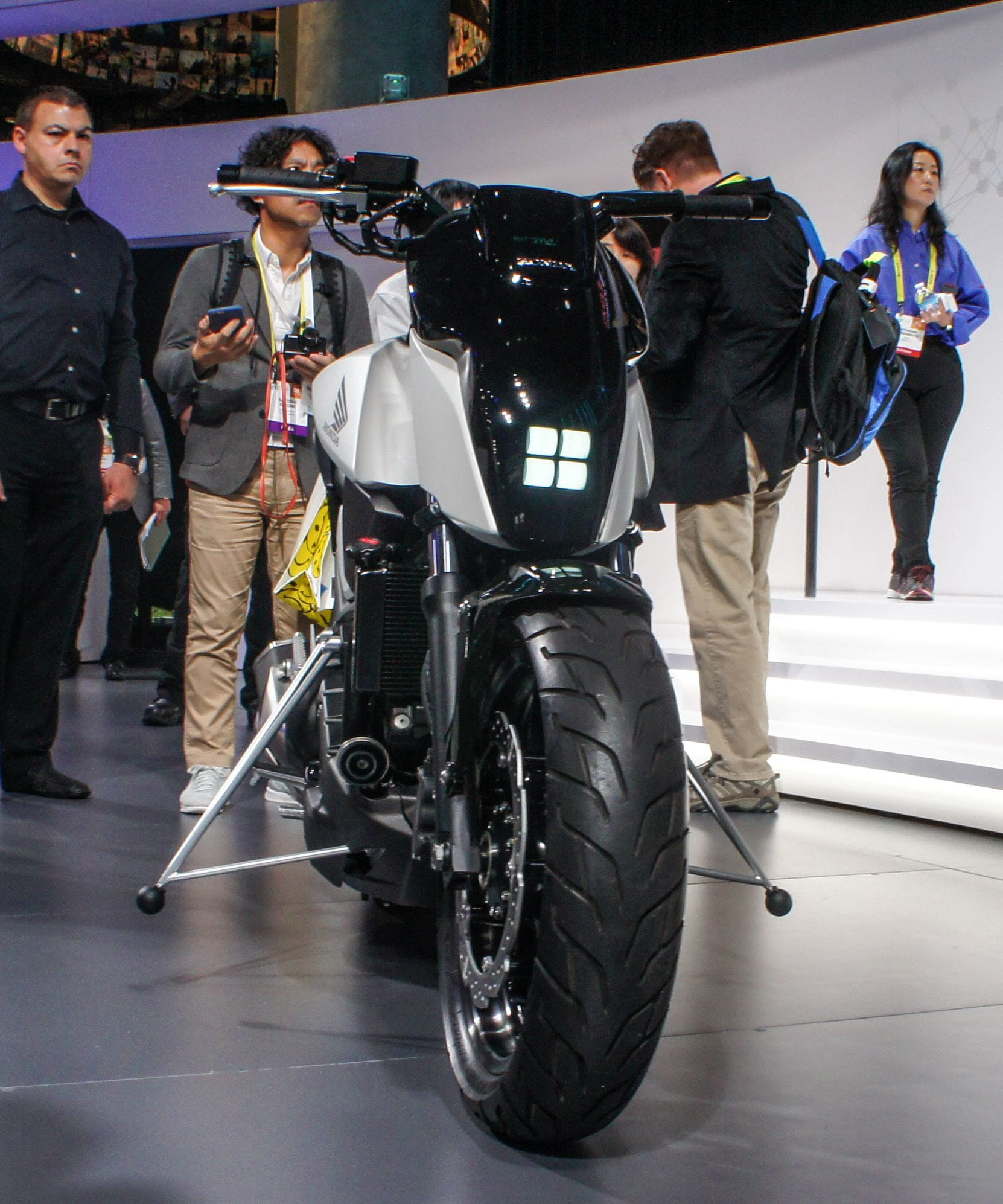 Honda Unveils Autonomous Self-Balancing Motorcycle